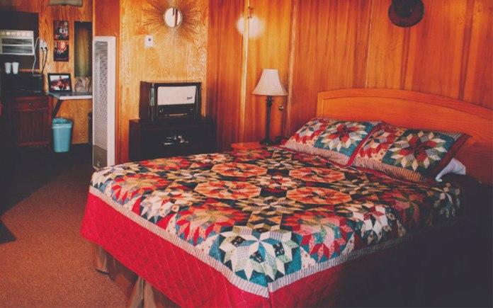 Raton Pass Motor Inn room