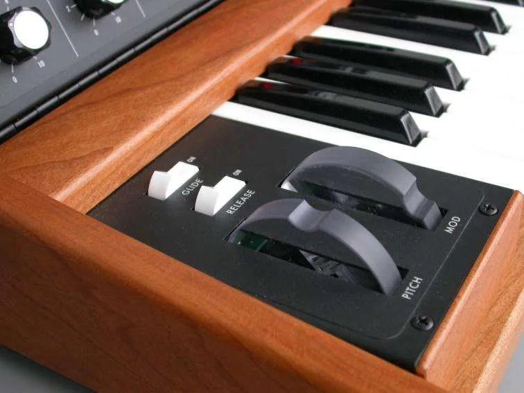 Moog Voyager - Le due wheel trasparenti