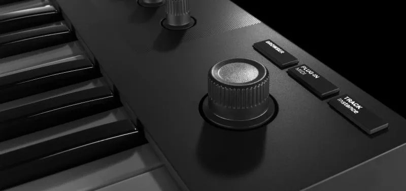 Native Instruments Komplete Kontrol M32 - 4-D Encoder e tasti di modo