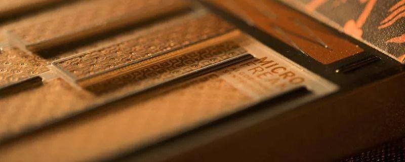 Arturia MicroFreak - La tastiera su due livelli, con barrette a separare le note