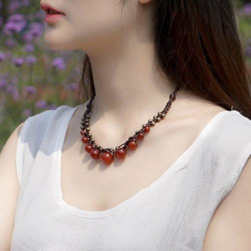 collier tressé en calcédoine rouge