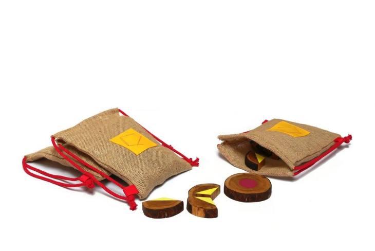 dzikie dzieci-drewniane zabawki