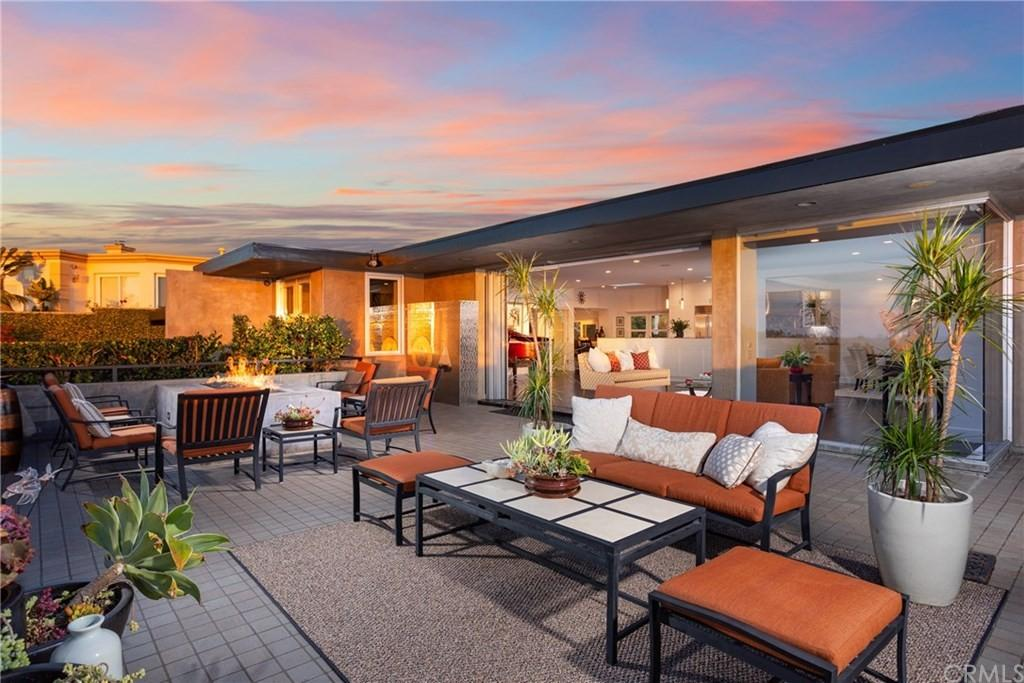 Home for Sale - indoor-outdoor space for entertaining - 1020 White Sails Way, Corona Del Mar, CA, 92625