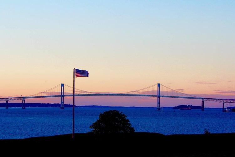 newport_bridge_flag