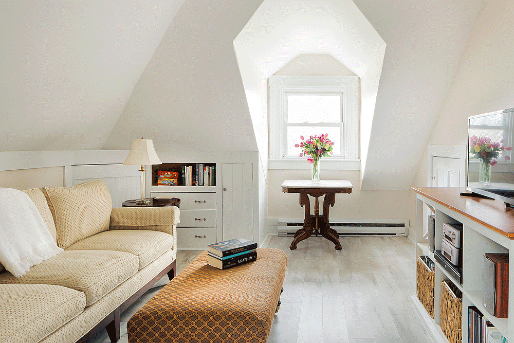 The Captain's Suite - Private Den | Newport Inns of Rhode Island