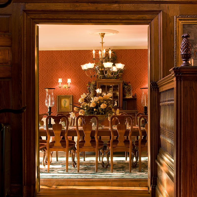 Dining room at Ivy lodge | Newport Inns of Rhode Island