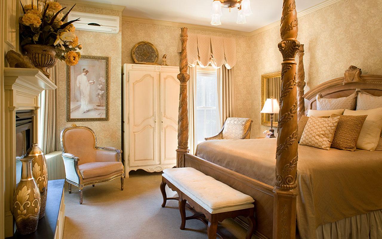 Victoria room in Ivy Lodge | Newport Inns of Rhode Island