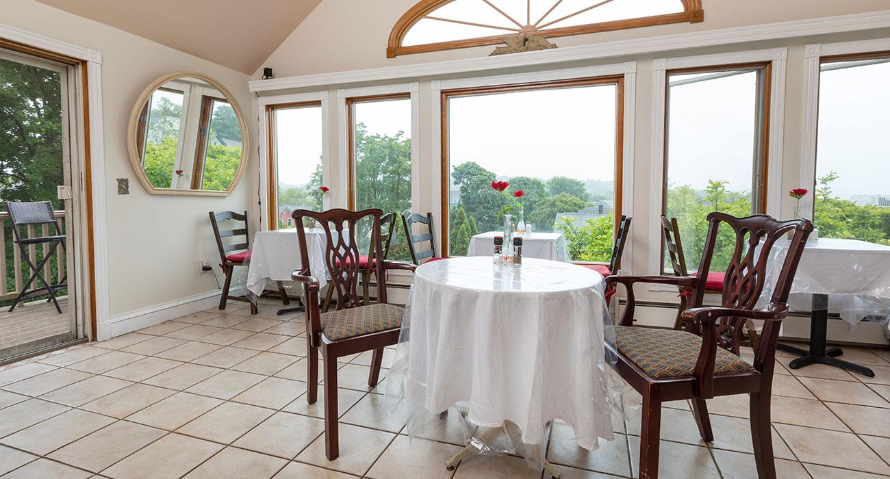 Dining room at The Artful Lodger | Newport Inns of Rhode Island
