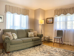 Hawthorne living room | Newport Inns of Rhode Island