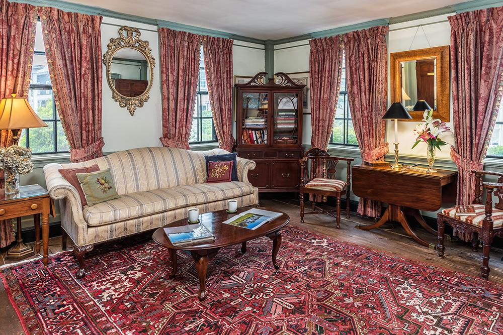 Sitting Room | Newport Inns of Rhode Island