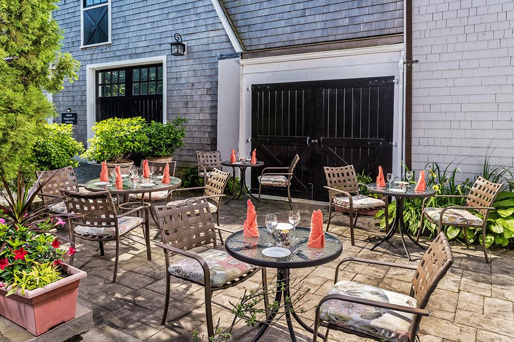 Patio | Newport Inns of Rhode Island