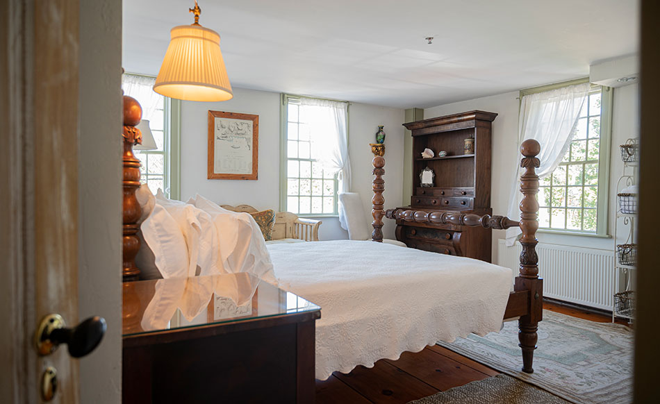 Northwest Chamber Suite | Newport Inns of Rhode Island