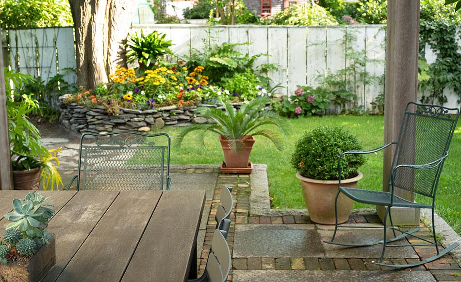 Garden | Newport Inns of Rhode Island