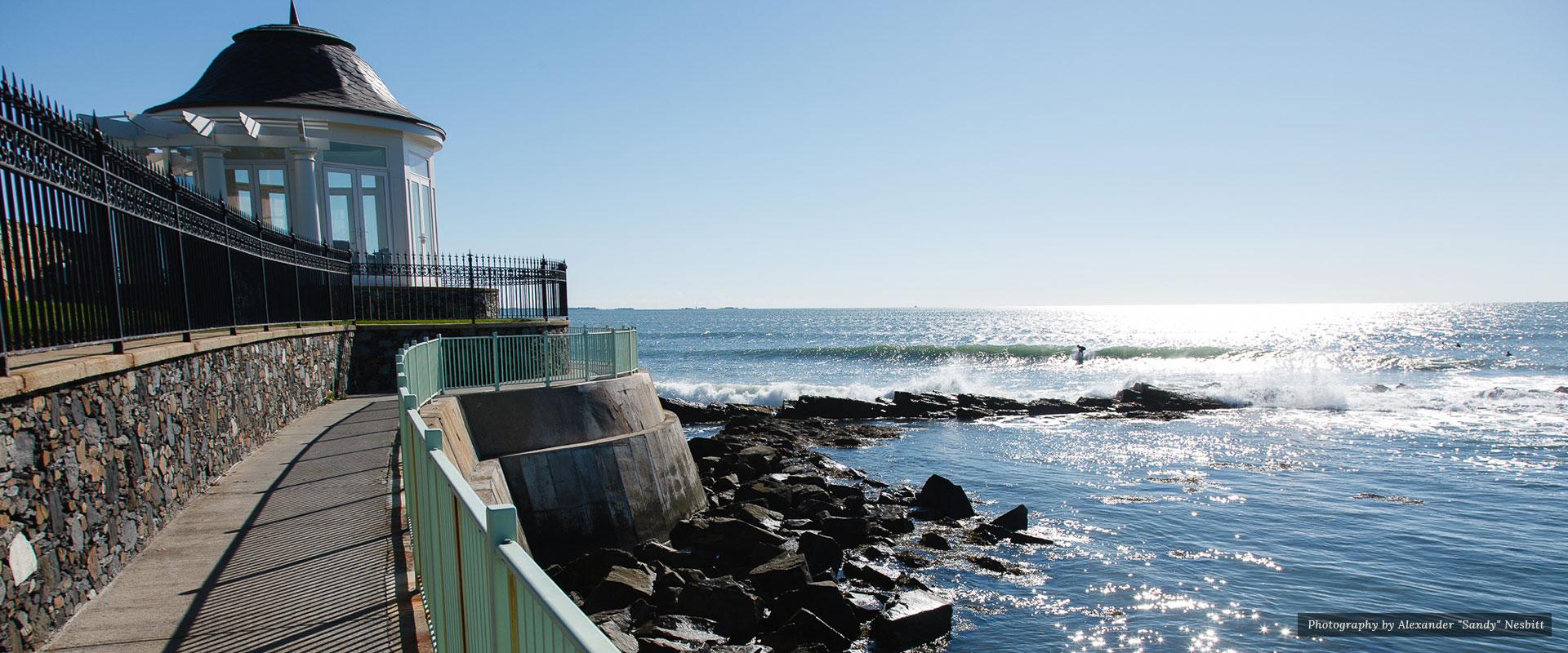 Pathway beside the ocean | Newport Inns of Rhode Island