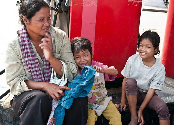 A destitute family who begs in Battambang, Cambodia