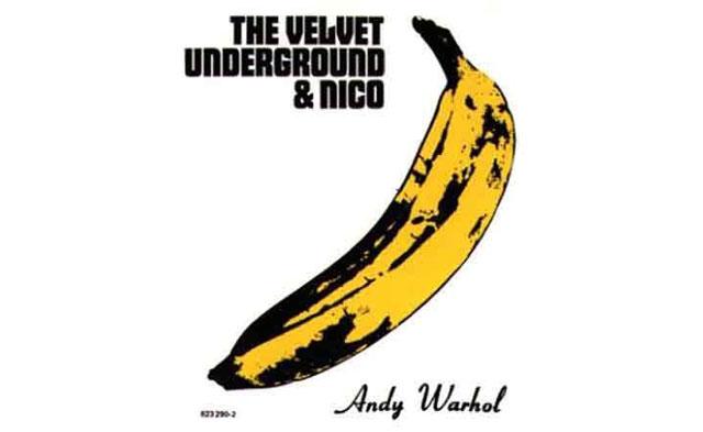 (The Velvet Underground & Nico - projeto da banda com a cantora, atriz e modelo Christa Päffgen, cujo pseudonimo Nico foi criado por Warhol).