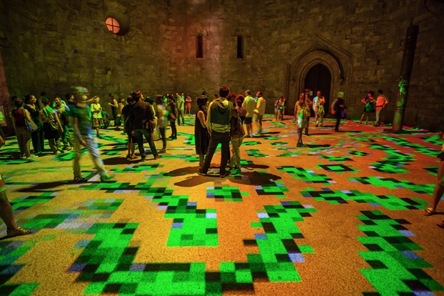 miguel-chevalier-magic-carpets-interactive-virtual-reality-installation-castel-del-monte-italy-designboom-08