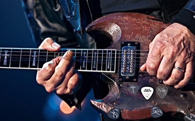 tony-iommi-black-sabbath-finger-tips-accident-guitar