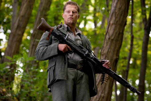 Til-Schweiger-as-Sgt-Hugo-Stiglitz-inglourious-basterds-38821823-1200-800