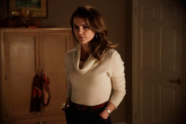 """THE AMERICANS -- """"Divestment"""" Episode 308 (Airs Wednesday, March 18, 10:00 PM e/p) Pictured: Keri Russell as Elizabeth Jennings. CR: Patrick Harbron/FX"""