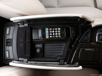 BMW-5-Series_2011_18