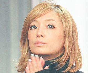 【画像あり】浜崎あゆみ、ミニチェックスカートでチアダンス姿の写真公開に「可愛い過ぎる」と話題に!