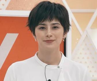 ホラン 千秋 ミニスカ