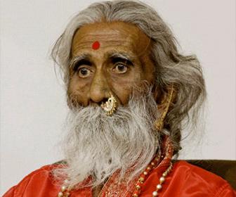 80年間飲まず食わず。インドのヨガ仙人が90歳死去。急いで解剖して胃の中を調べるべき。