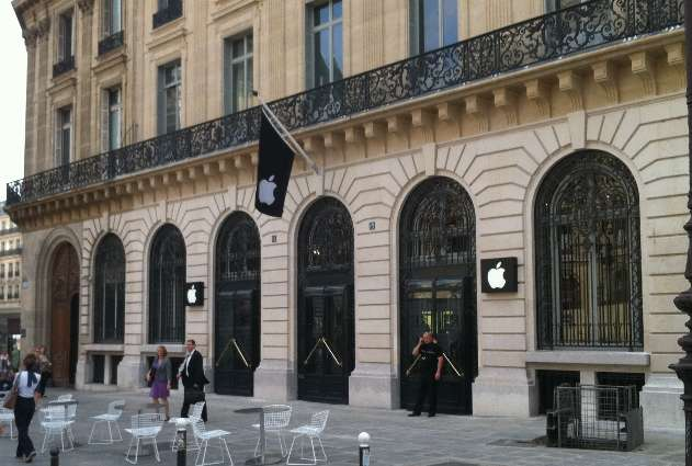 Paris Apple Store Robbed on New Year s Eve  iDevices Worth     1M     Apple retail store  Opera  Paris