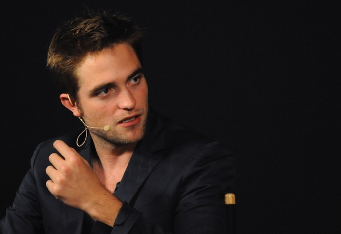 fullres 11 690x474 Robert Pattinson Wants To Strangle Person Who Invented R Patz