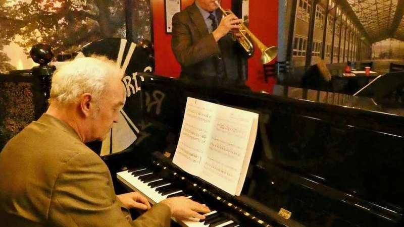 ОтЛеонарда Коэна доСии: популярные музыканты иактеры выбрали песни длясвоих похорон