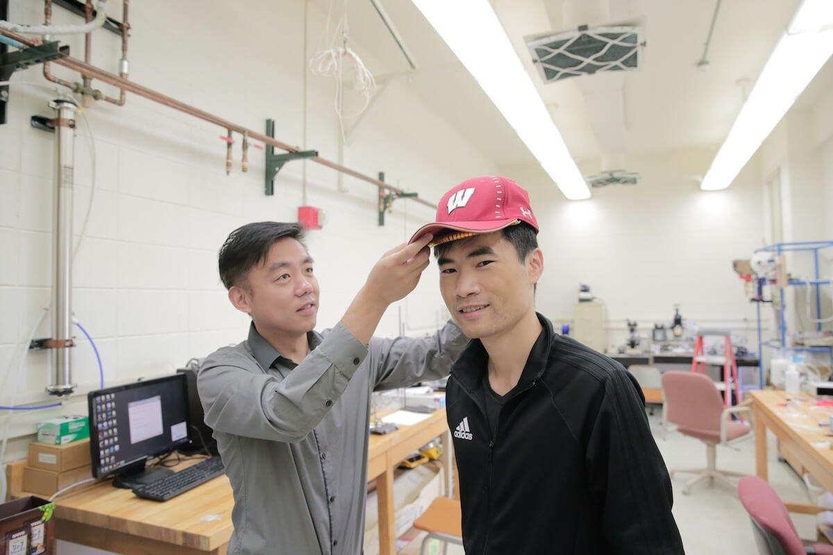 Создана кепка для стимулирования роста волос. Как она работает?