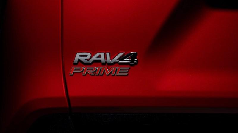 Тойота выпустила самый мощный РАВ4 в истории: расход всего 2,6 литра