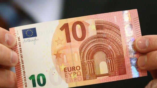 Нацбанк на выходных незначительно ослабил гривну: курс валют в Украине на 30 ноября
