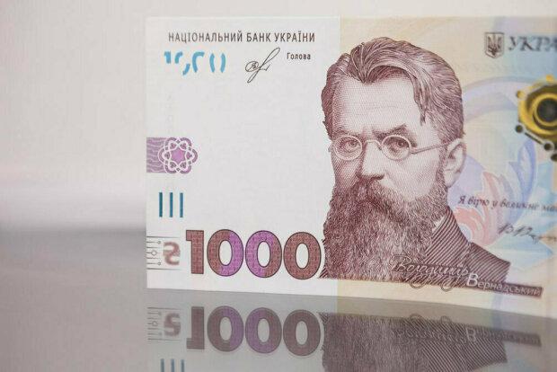 Неделя начнется с рекордного падения доллара: курс валют в Украине на 2 декабря
