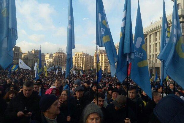 Масштабные протесты на Майдане: Порошенко обратился к украинцам — «Не допустим…»