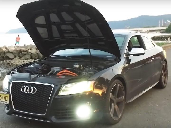 Безумцы скрестили старую Audi и новую Tesla (видео)