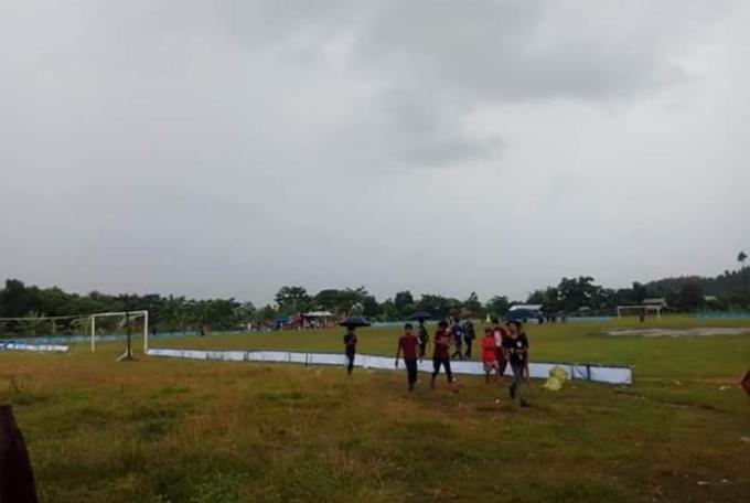 ဖိတ်ခေါ်ပြိုင်ပွဲ ကျင်းပသည့် ဘောလုံးကွင်းအား တွေ့ရစဉ်