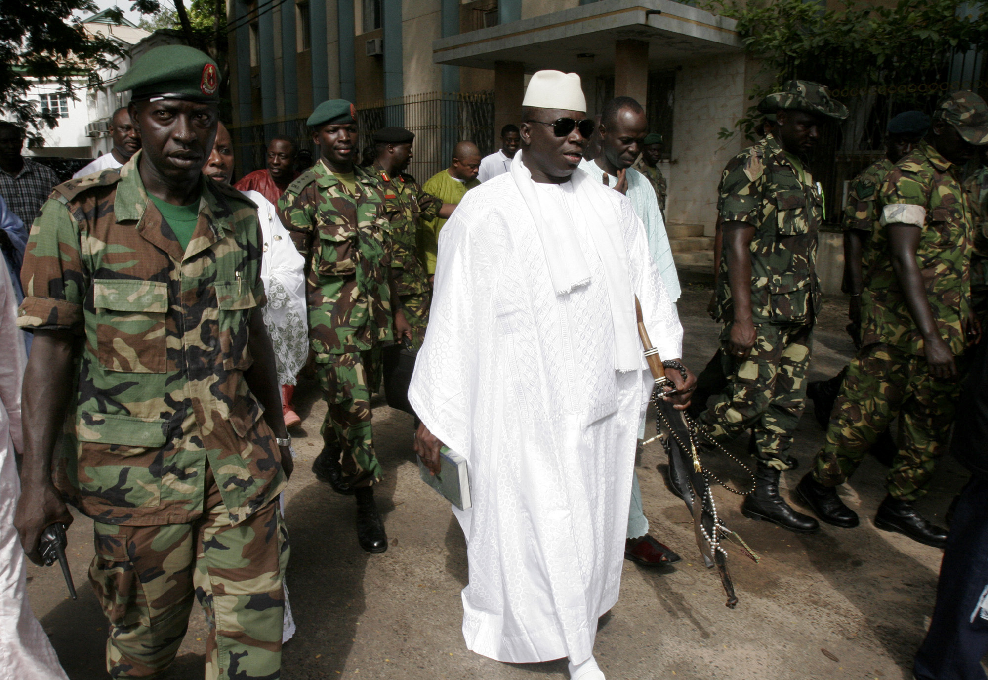 BREAKING NEWS!!! FEW HRS AFTER PRESIDENT ADAMA BARROW WAS SWORN IN, YAHYA JAMMEH DID THE MOST SCARY THING EVER