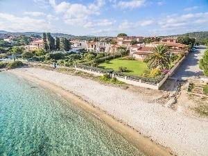 Villa in vendita a Golfo Aranci con giardino sull'acqua