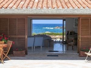 Casa in vendita sul mare con giardino in Gallura