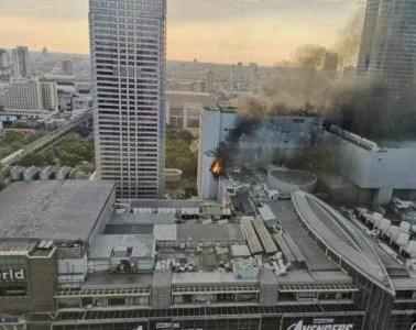セントラルワールド 火災 タイ  バンコク ショッピングモール 火事