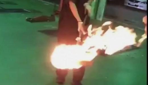 イエローハットの店員がタイヤにドロップキックする不適切動画