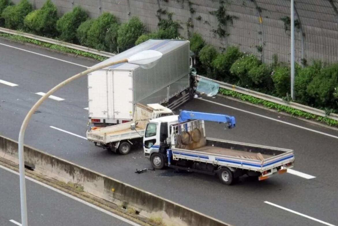 名神高速上り 京都南IC~京都東ICトラック横転事故 TRUCK akusidennto