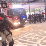 香港デモ 高校2年男子学生が警察に実弾の拳銃で撃たれる