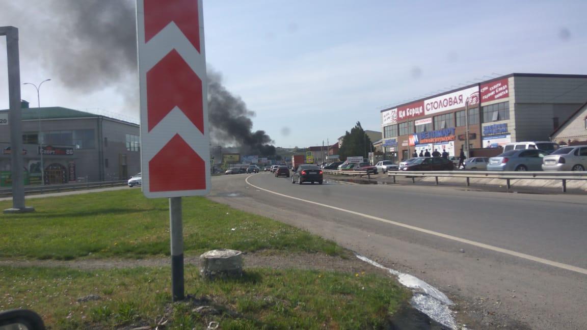 ВПятигорске пылает рынок: пожар начался вмагазине савтомаслами