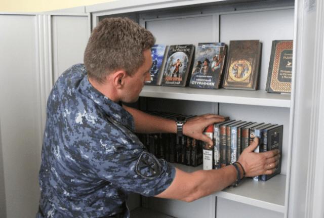 На Ставрополье Общественный совет передал в изолятор временного содержания более ста книг