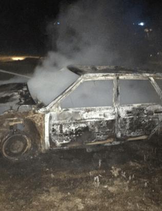 Пожарные потушили загоревшийся автомобиль и предотвратили взрыв газового баллона