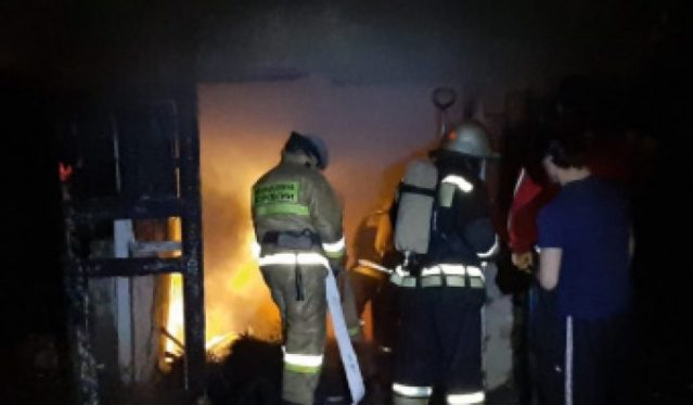 В Махачкале спасатели потушили здание больницы, пострадавших нет
