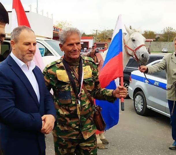 Известный путешественник добрался на лошади из Сирии в Чечню